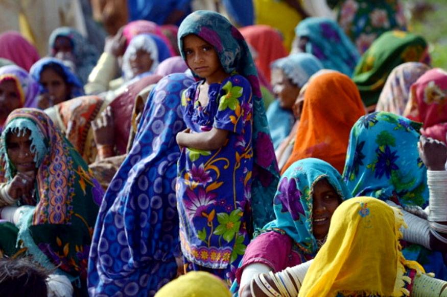 हिंदू रमजानमध्ये मुस्लिमांना जेवण देतात. ईद आणि दिवाळीत एकमेकांना मिठाई देतात. इथे गुन्हेही फार घडत नाहीत.
