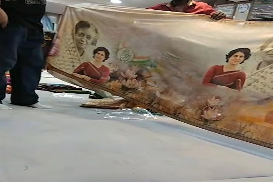 या साडीवर प्रियांका यांच्यासोबत माजी पंतप्रधान इंदिरा गांधी यांचाही फोटो दिसत आहे.