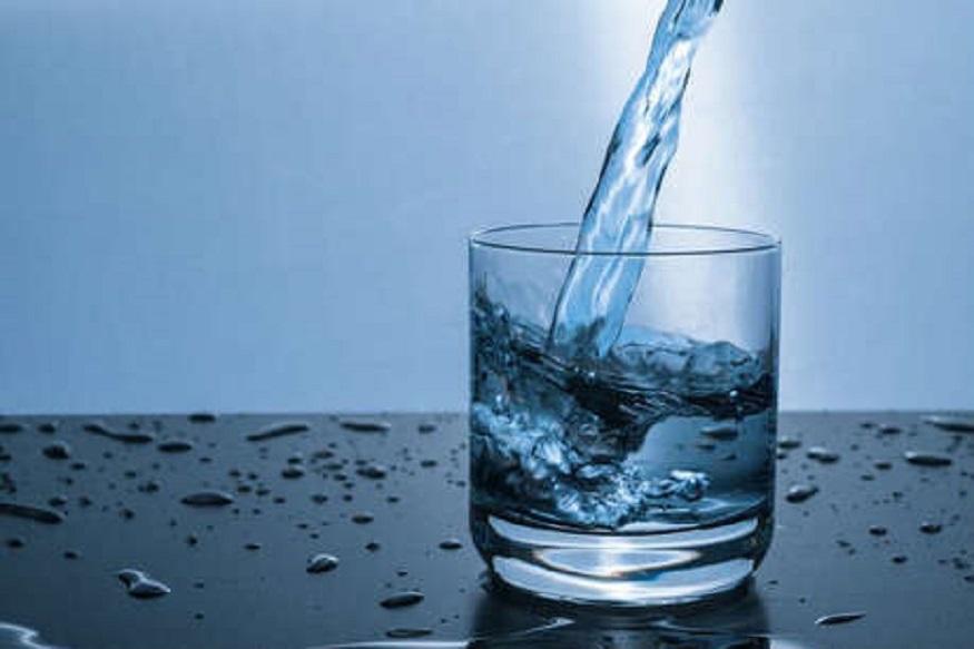 9 प्रकारचं पाणी पिऊन 'असे' होतात फायदे आणि तोटे