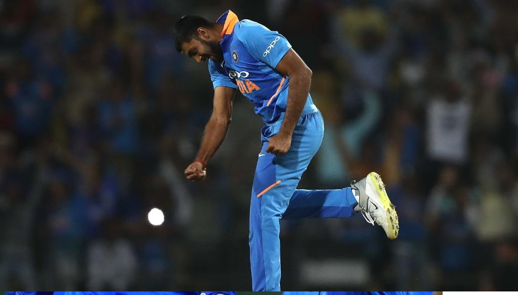 ऑस्ट्रेलियाला केवळ 251 धावांचे आव्हान दिल्यानंतरही भारताने 8 धावांनी रोमहर्षक विजय मिळवला. या सामन्यात गोलंदाजांनी महत्त्वाची भूमिका बजावली.