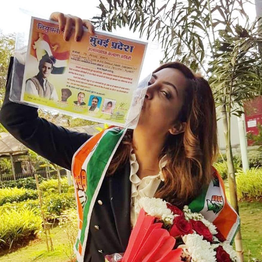 शिल्पाच्या पावलांवर पाऊल ठेवत अभिनेत्री अर्शी खाननेही राहुल गांधींना पाठिंबा देण्याचं निश्चित केलं आहे. अर्शीने महाराष्ट्र युनिटची उपाध्यक्ष म्हणून पक्षात प्रवेश केला आहे.
