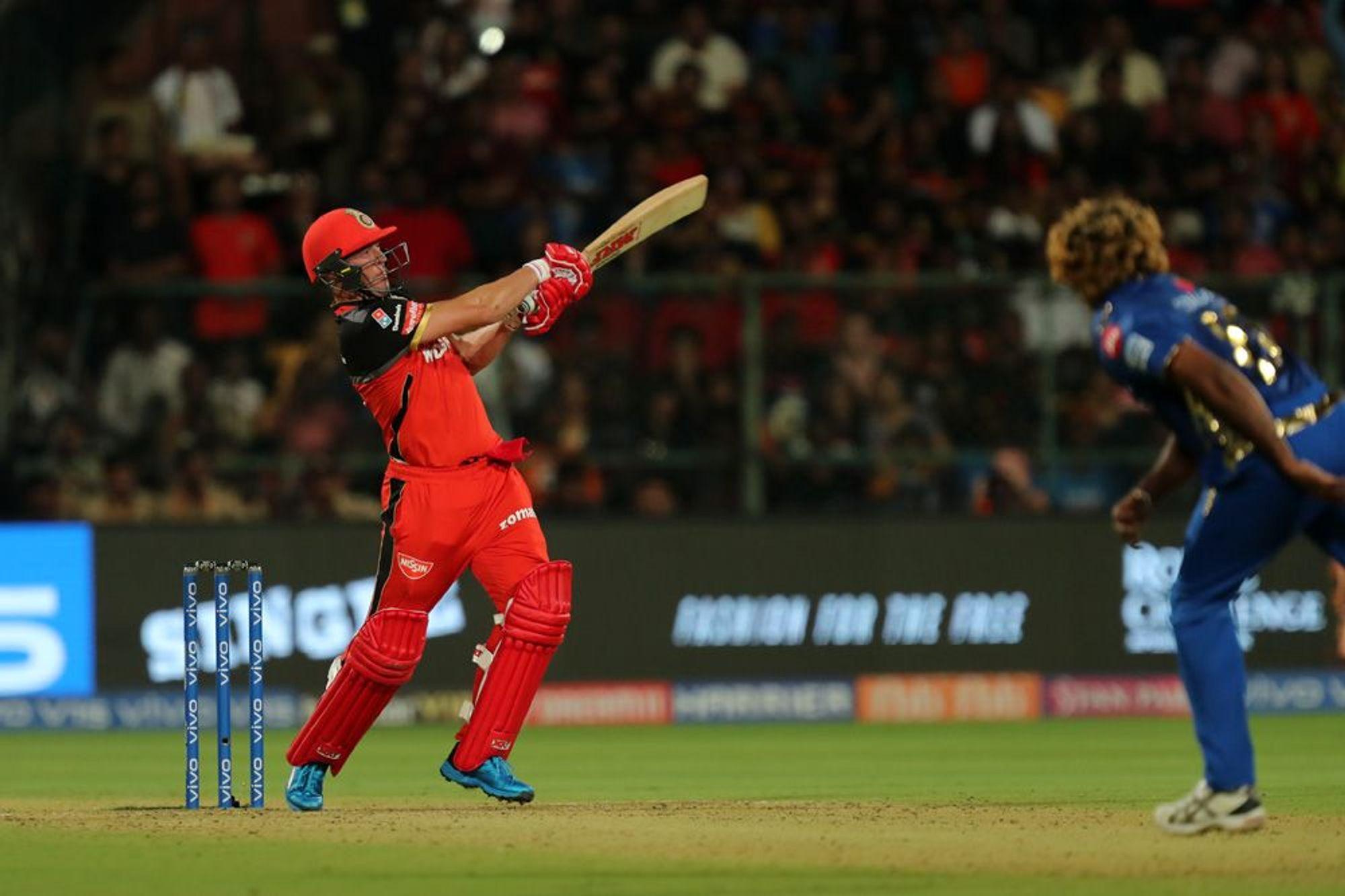 रॉयल चॅलेंजर्स बेंगळुरूच्या एबी डीविलियर्सने सर्वाधिक षटकार मारण्याच्या यादीत दुसरे स्थान पटकावले आहे. त्याने आतापर्यंत 143 सामन्यात 192 षटकार मारले आहेत.