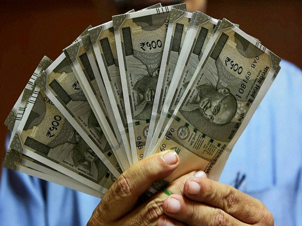 तुमचा पगार 20 हजार असेल आणि त्यात 6 हजार जर बेसिक आणि 12 हजार स्पेशल अलाउन्स मिळत असेल तर तुमचा पीएफ 6 हजार रुपये नाही तर 18 हजार रुपयांवर काढला जाईल. यामुळे तुमच्या पैशांची पीएफमध्ये जास्त गुंतवणूक होईल.