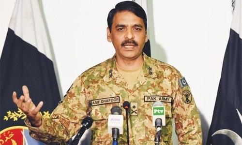 पाकिस्तानने पहिल्यांदा भारतीय हवाई दलाच्या दोन पायलटना ताब्यात घेतल्याचा दावा केला होता. त्यानंतर त्यांनी घुमजाव करत एकच पायलट पाकिस्तानच्या ताब्यात असल्याचे सांगितले होते.