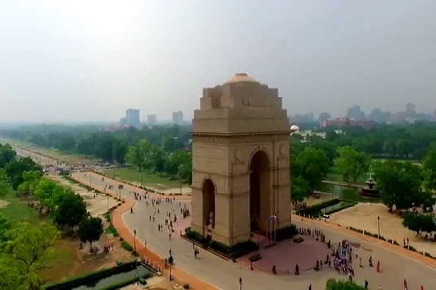 तीन लाखांपेक्षा जास्त आणि 10 लाखांपेक्षा कमी लोकसंख्या असलेल्या शहरात उज्जैन एक नंबरवर आहे. तर 1 ते 3 लाख लोकसंख्येच्या शहरात राजधानी दिल्ली पहिल्या क्रमांकावर आहे.