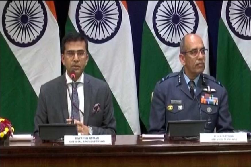 पाकिस्तानने भारतीय हवाई दलाचे विंग कमांडर अभिनंदन यांचा व्हिडिओदेखील व्हायरल केला होता. त्यानंतर भारताने एक पायलट बेपत्ता असल्याचे पत्रकार परिषदेत सांगितले होते.
