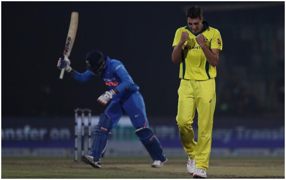 भारताविरुद्धच्या मालिकेत ऑस्ट्रेलियाच्या पेंट कमिन्स आणि अॅडम झाम्पा यांनी अनुक्रमे 14 आणि 11 विकेट घेतल्या. ऑस्ट्रेलियाच्या 2 गोलंदाजांनी एका मालिकेत भारताविरुद्ध भारतात दहा किंवा त्यापेक्षा अधिक विकेट घेण्याची दुसी वेळ आहे. यापूर्वी 2007-08 मध्ये मिशेल जॉन्सन आणि ब्रॅड हॉजने असे केले होते.