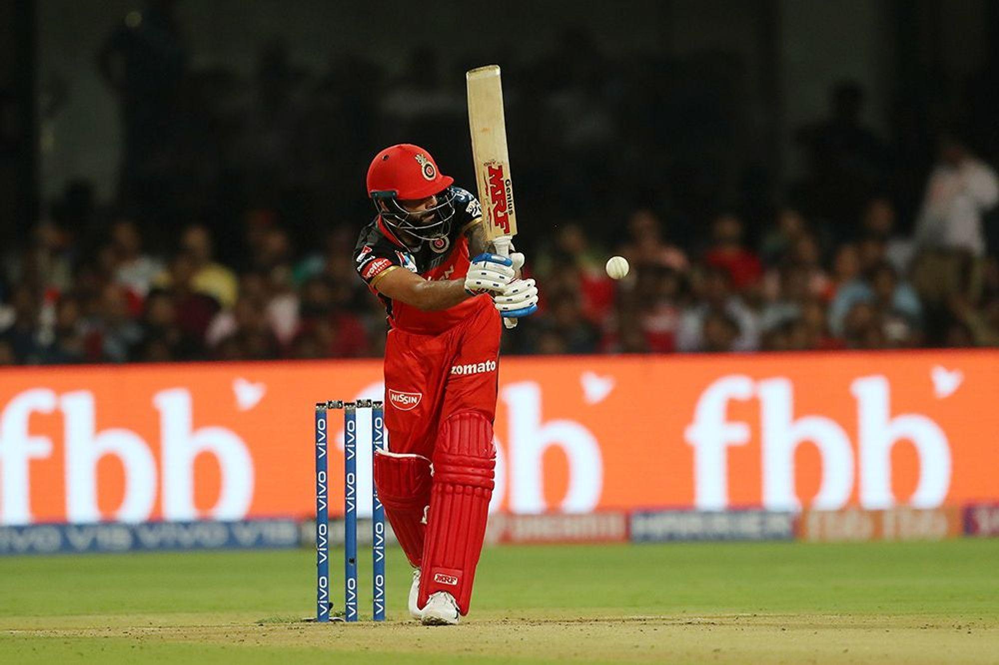 आरसीबीचा कर्णधार विराट कोहलीच्या नावावर 165 सामन्यात 178 षटकार आहेत. या यादीत तो सहाव्या क्रमांकावर आहे.