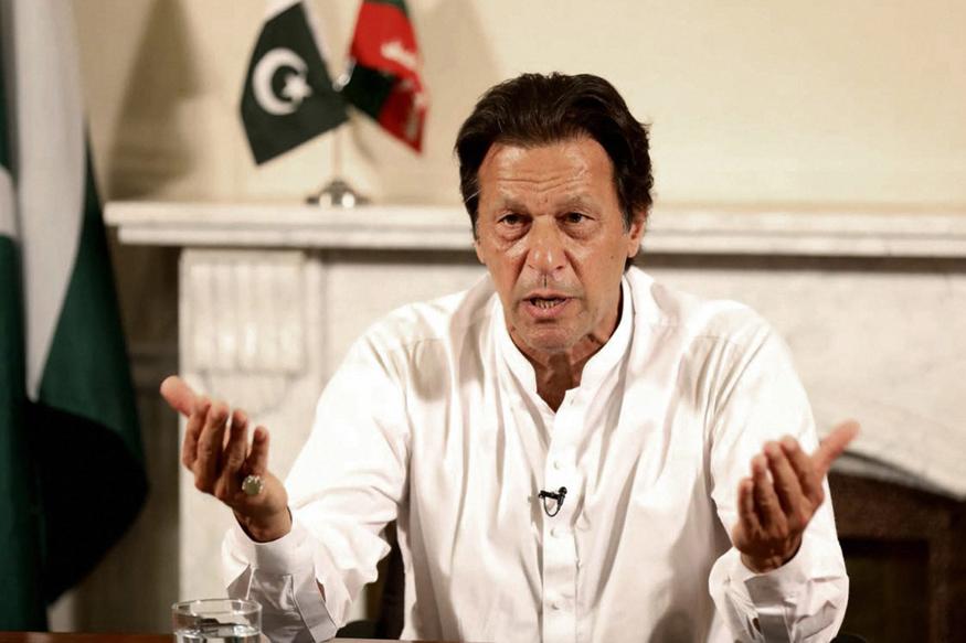पाकिस्तानचे पंतप्रधान इम्रान खाम यांनी एफ 16 विमान भारतीय हद्दीत घुसवल्याचे समर्थन केलं होतं. त्याचबरोबर या मुद्द्यावर युद्ध नाही तर दोन्ही देशांनी एकत्र य़ेऊन चर्चा करायला हवी असं म्हटलं.