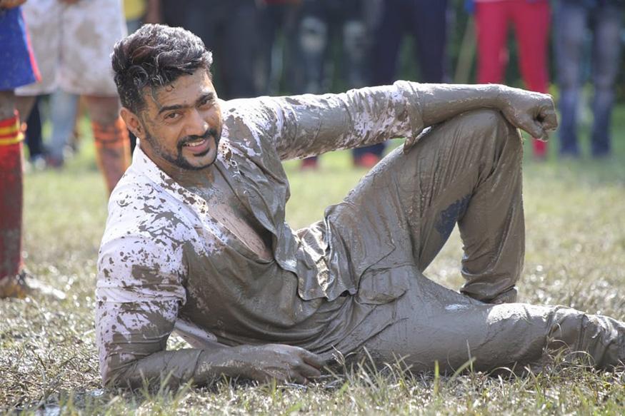 बंगाली चित्रपटसृष्टीतील अभिनेता देव हेदेखील राजकारणात उतरणार आहेत. 2014 मध्ये त्यांनी विजय मिळवला होता.