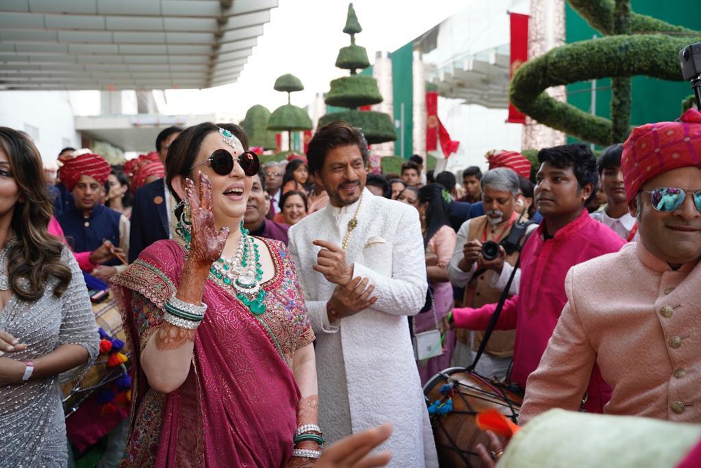 सगळ्याचं लक्ष होतं ते बॉलिवूडचा बादशहा शाहरुख खानवर.