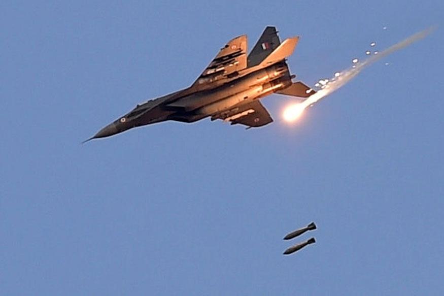 भारतीय हवाई दलाच्या मिराज - 2000 या विमनांनी पाक व्याप्त काश्मीरमध्ये घुसून 26 फेब्रुवारी रोजी पहाटे 3 वाजून 20 मिनिटांनी दहशतवाद्यांच्या तळांना लक्ष्य केलं. जवळपास 21 मिनिटं बॉम्ब वर्षाव सुरू होता. या धाडसी कारवाईमध्ये 12 मिराज -2000 विमानांनी सहभाग घेतला होता.