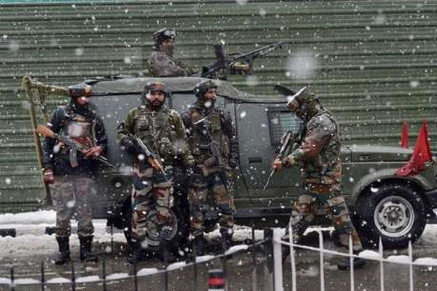 जम्मू काश्मीरमध्ये दहशतवाद्यांकडून गोळीबार, 4 जवान शहीद तर 8 जण जखमी