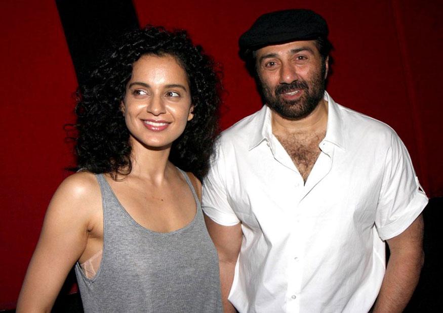 मुंबईत इश्क इन पॅरिस सिनेमाच्या शोला सनी देओलसोबत कंगना उपस्थित  (Image: AFP)
