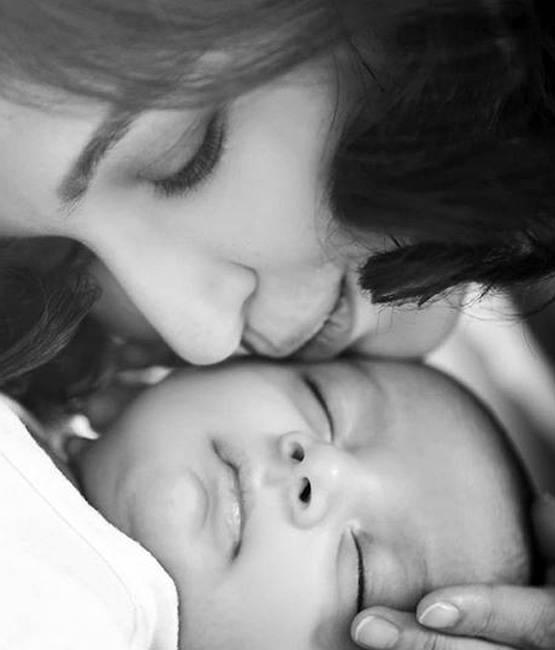 सौम्या आणि तिच्या मुलाचे हे सुंदर फोटो छायाचित्रकार सचिन कुमार यांनी काढले आहेत. छोटा मिरान यात फारच क्यूट दिसतो.