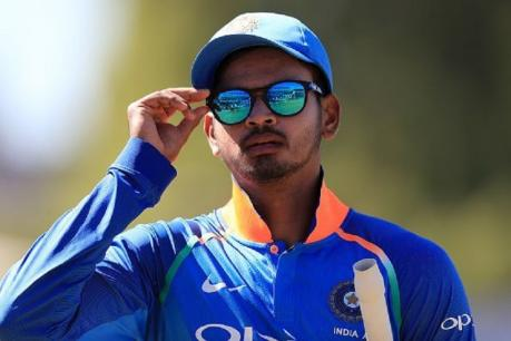 प्रथम श्रेणीतील दिल्ली संघाचा आणि आयपीएलमधील दिल्ली कॅपिटल्स या संघाचा कर्णधार मुंबईकर श्रेयस अय्यर यांने गेल्या काही वर्षात आयपीएलसह रणजीही गाजवलं. 24 वर्षांच्या श्रेयसनं भारत अ संघासाठीही चांगली फलंदाजी केली आहे. 2017 साली श्रेयसनं टी-20 आणि एकदिवसीय क्रिकेटमध्ये पर्दापण केलं. पण त्यानंतर आंतरराष्ट्रीय क्रिकेटमध्ये आपली जागा श्रेयसला बनवता आली नाही.
