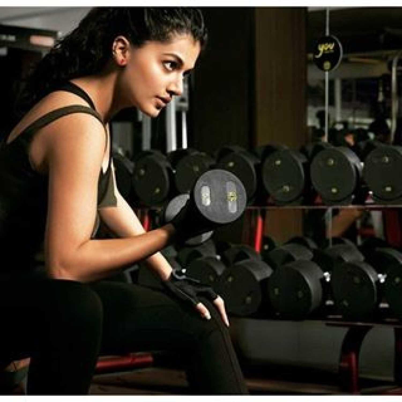 तापसी नियमित अर्धा तास स्क्वॅश खेळते. तिच्या मते तो एक चांगला मानसिक आणि शारीरिक व्यायाम आहे.
