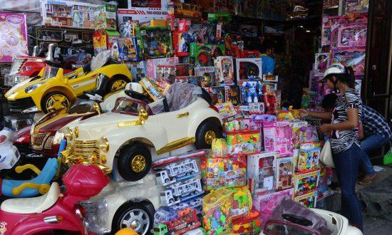 छोट्यांची खेळणीही चीनमधून आयात केली जातात.