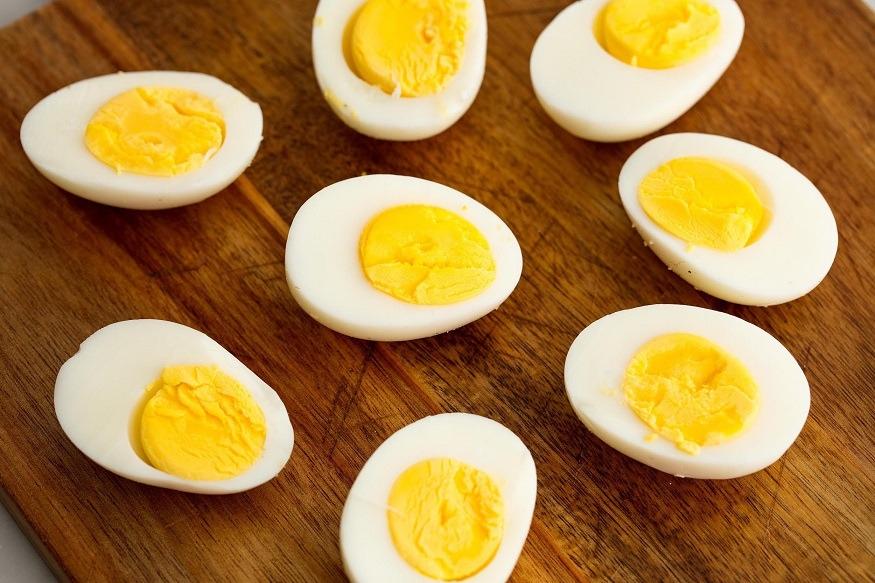 एका मोठ्या अंड्यात जवळापास 186 मिलीग्रॅम कॉलेस्ट्रॉल असतं. संशोधकांनी या संशोधनासाठी सहा वेगवेगळ्या गटातील लोकांचा अभ्यास केला. ज्यात 29,000पेक्षा जास्त लोकांचा समावेश होता. या लोकांचं वय 17 वर्षांच्या आसपास होतं.