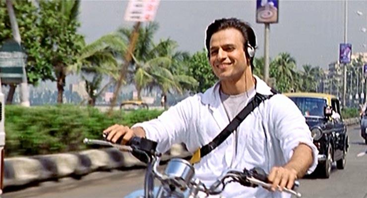 याशिवाय तो स्वीमिंग, सायकलिंग, मार्शल आर्टही करतो. विवेकला व्हाॅलीबाॅल, फुटबाॅल खेळायला आवडतं. तो ते खेळून फिट राहतो.
