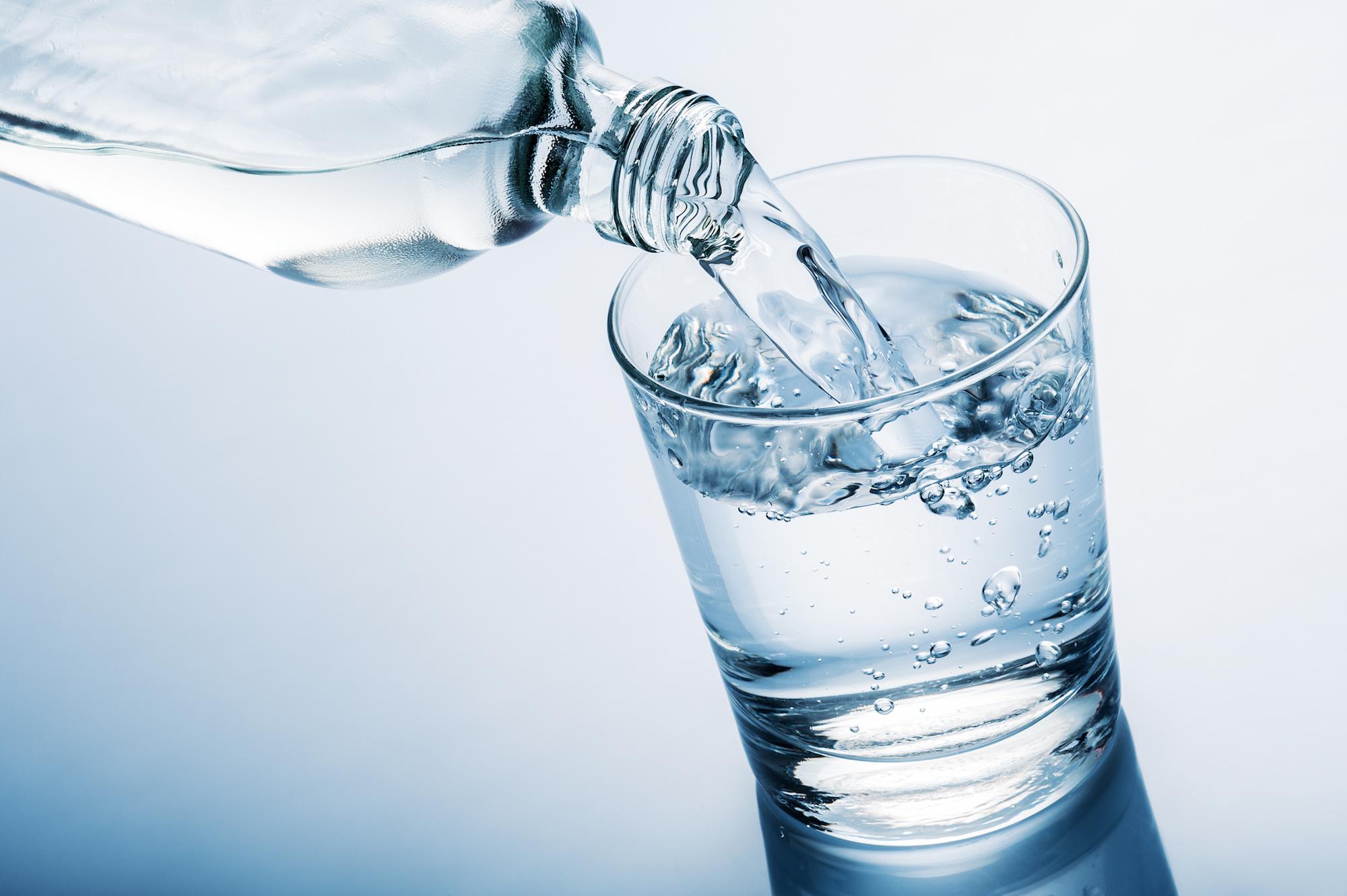 नुसतं पाणी पिणं कंटाळा येऊ शकतो. म्हणून त्यात लिंबू किंवा इतर फळांचे फ्लेव्हर टाका. मग पाणी प्यायलं जाईल.