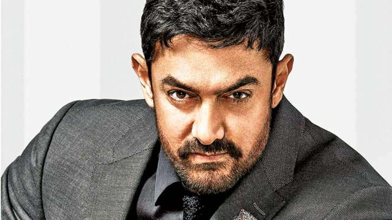 आमिर खान जास्तीत जास्त पाणी पितो, असं त्यानं एका मुलाखतीत म्हटलंय. मिस्टर परफेक्शनिस्ट रात्री 8च्या आत डिनर घेतो.