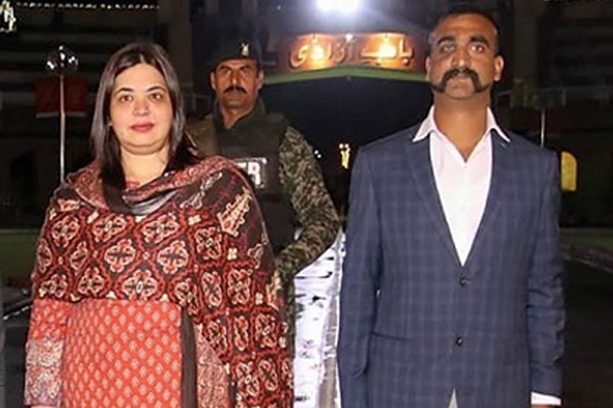या सगळ्या कुरापतीनंतर पाकने रात्री 9:15 मिनिटाला अभिनंदन यांना भारताकडे सुपुर्द केलं. यावेळी त्यांच्यासोबत पाकचे काही अधिकारी होते. त्यात एक महिलादेखील होत्या. त्यांचं नाव आहे डॉ. फरिहा बुगती. या महिला पाकिस्तानी परराष्ट्र कार्यालयातील भारतीय बाबींच्या संचालक आहेत. फरिहा बुगती विदेशी परराष्ट्र कार्यालया (FSP)च्या अधिकारी आहेत.