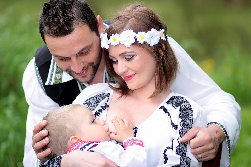 12 महिन्यांपर्यंत ज्या मुलांनी आपल्या आईचं दूध प्यायलं आहे. त्यांचा आय क्यू लेव्हल 1 महिन्यापर्यंत दूध पिणाऱ्या मुलांच्या तुलनेत चार पटींनी जास्त असतो असं या रिसर्चमध्ये दिसून आलं. आईच्या दूधात  polyunsaturated fatty acids असतं. ज्यामुळे मुलाच्या मेंदूचा विकासाला मदत करतं.