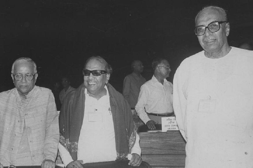 1975 मध्ये त्यांनी आणीबाणीला विरोध केला होता. त्यांना त्या काळात अटकही करण्यात आली होती. नंतर मोरारजी देसाई पंतप्रधान असताना त्यांना केंद्रात मंत्रीपदही दिले होते.