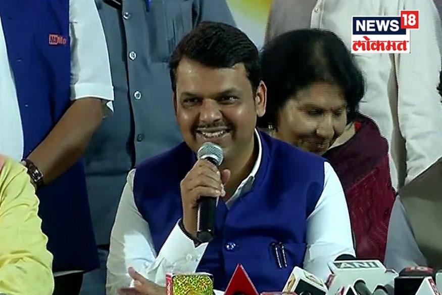 महाराष्ट्रात NDA ला 39 जागा मिळतील तर  UPA ला 9 जागांवर समाधान मानावं लागेल, असं हा सर्व्हे सांगतो. कर्नाटकमध्ये NDA ला 15 जागा मिळतील तर UPA ला 13 जागा मिळतील, असा अंदाज आहे.