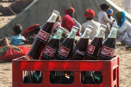 सध्या (Coca Cola)सारख्या अनेक कोल्ड ड्रिंक्सची मागणी कमी झाली आहे. त्यामुळे आपली कमाई वाढवण्यासाठी कोका कोला कंपनीने एक सिक्रेट फॉर्म्युला तयार केला आहे.