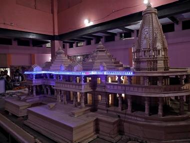 1885 मध्ये या वादाने गंभीर रूप घेतले आणि हे प्रकरण न्यायालयात पोहचले. हिंदु साधु महंत रघुबर दास यांनी फैजाबाद न्यायालयात बाबरी मशिदीच्या परिसरात राम मंदिर करण्याची परवानगी मागितली. ती न्यायालयाने फेटाळून लावली तरी त्यानंतर हा वाद वाढतच राहिला.