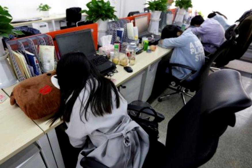 चीनमध्ये काम केलेली मिथिला फडके म्हणते की दुपारी आॅफिसचे लाइट मंद करून डेस्कवरच डुलकी काढली जाते.
