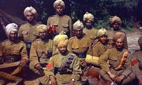 पाकिस्तानच्या स्वातंत्र्यापासून म्हणजे 1947च्या फाळणीपासून ते 2006 पर्यंत पाक सैन्यात फक्त एक हिंदू आणि एक शीख  कार्यरत होते,  याउलट ख्रिश्चन सैनिकांची संख्या जास्त होती आहेत.