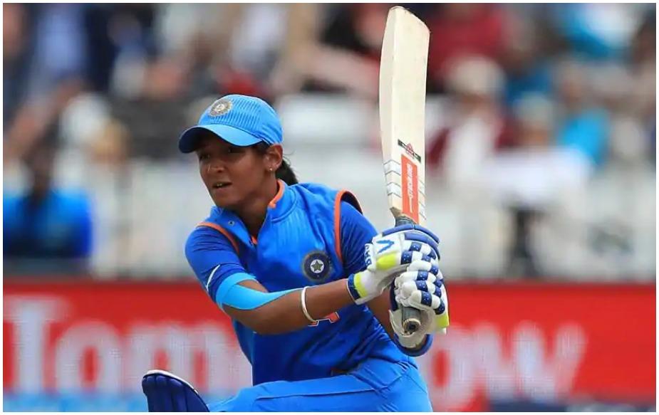 हरमनप्रीत ही एक अष्टपैलू खेळाडू आहे. तिने टी२० वर्ल्ड कपच्या कर्णधार पदाची धुरा सांभाळली आहे. हरमनप्रीत सर्वात आधी तेव्हा चर्चेत आली जेव्हा तिने वर्ल्ड कप २०१७ मध्ये भारत आणि ऑस्ट्रेलियादरम्यानच्या सेमीफायनल सामन्यात ११५ चेंडूत १७१ धावा केल्या होत्या.