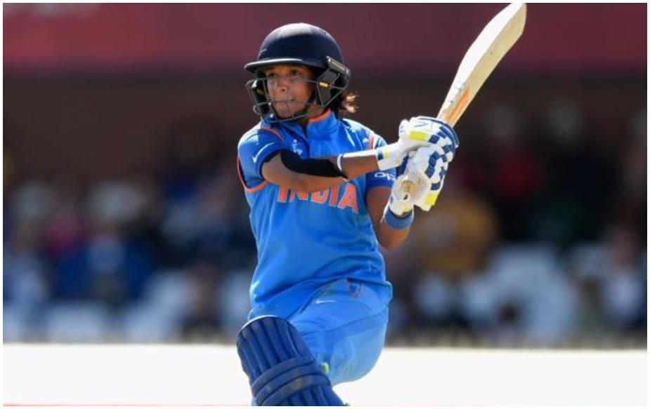२० चौकार आणि ७ षटकारांच्या मदतीने तिने १४८.६९ च्या सरासरीने धडाकेबाज खेळी खेळली. हरमनने फक्त महिला क्रिकेटमध्येच नाही तर पुरूष क्रिकेटचेही अनेक रेकॉर्ड्स मोडले आहेत.