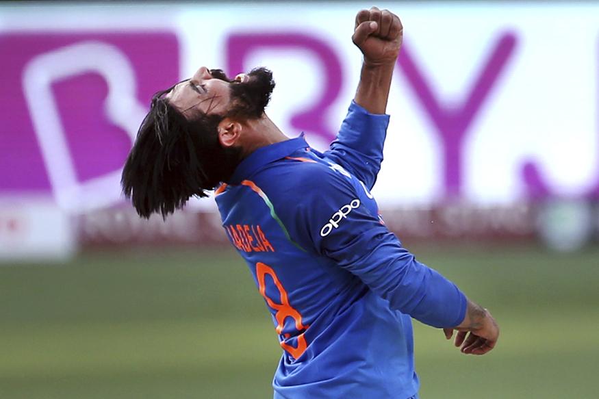 जडेजाने 2009 ला श्रीलंकेच्या विरूद्ध पहिला एकदिवसीय खेळला होता. जडेजाने आतापर्यंत 146 एकदिवसीय सामने खेळले आहेत.