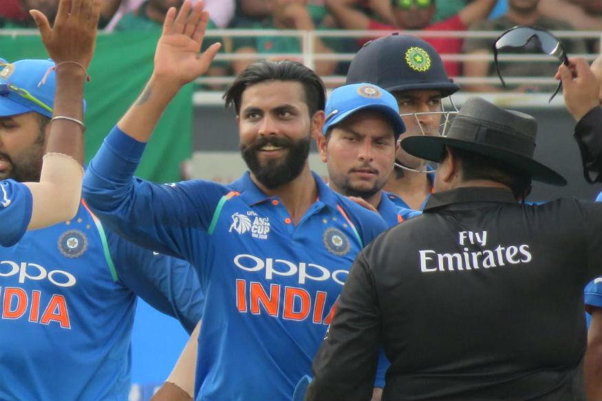 शुक्रवारी आस्ट्रोलियाविरूद्ध झालेल्या तिसऱ्या एकदिवसीय सामन्यामध्ये फक्त 10 धावा केल्यानंतर क्रिकेटमध्ये 2000 धावा आणि 150 हून अधिक घेणारा रविंद्र जडेजा हा तिसरा भारतीय खेळाडू बनला आहे.