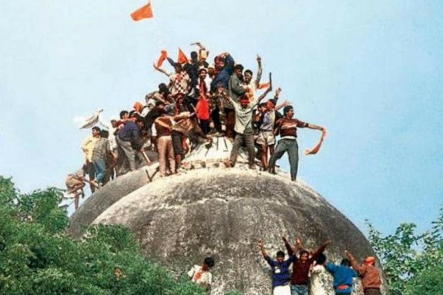 1992 मधील 6 डिसेंबर हा दिवस या वादात ऐतिहासिक ठरला. यादिवशी हजारो कारसेवकांनी आयोध्येतील बाबरी मशिद पाडली आणि राम मंदिर बांधण्याचे प्रयत्न करण्यात आले. त्यानंतर झालेल्या दंगलीत 2 हजार लोक मारले गेले.