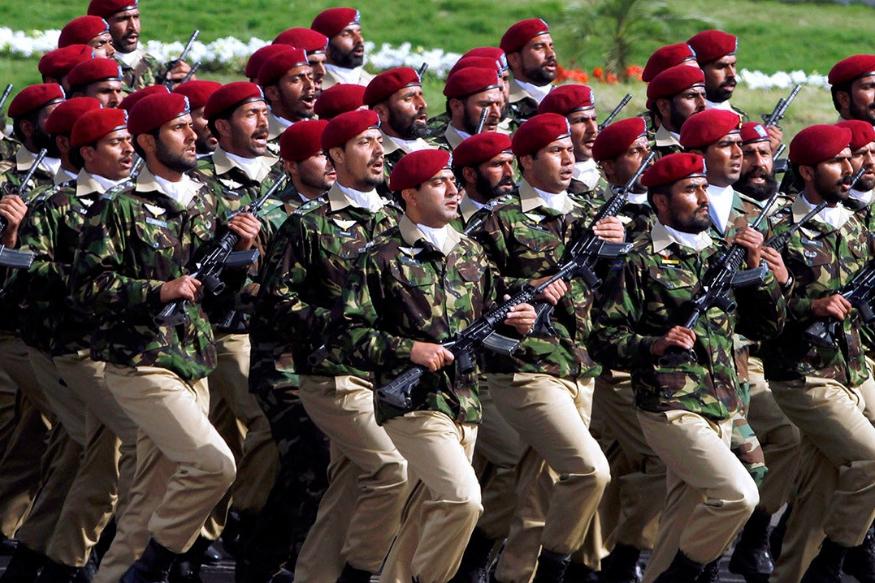 पाकिस्तान मुस्लीमबहुल देश आहे, त्यामुळे पाकिस्तानी सैन्यामध्ये देखील मुस्लीम सैनिकांचा वरचष्मा आहे. पण असं असलं तरी पाकिस्तानी सैन्यात काही हिंदू आणि शीख जवानही आहेत.