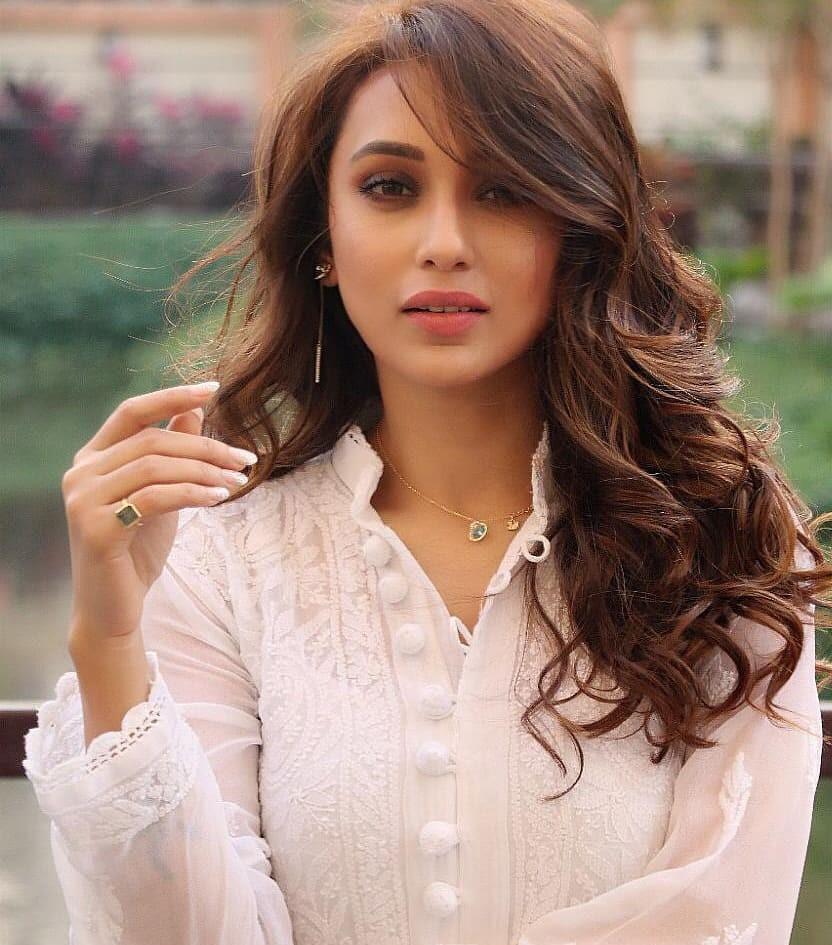 यावेळी ममता यांनी त्यांच्या पक्षातून पश्चिम बंगालच्या प्रसिद्ध अभिनेत्री नुसरत जहाँ आणि मिमी चक्रवर्ती या निवडणूका लढवणार असल्याचं घोषित केलं.