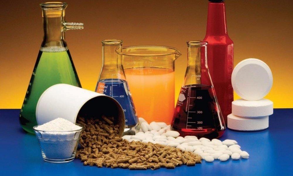 आॅर्गनिक केमिकल्स - या खाद्य आणि त्याच्याशी संबंधित गोष्टी येतात.