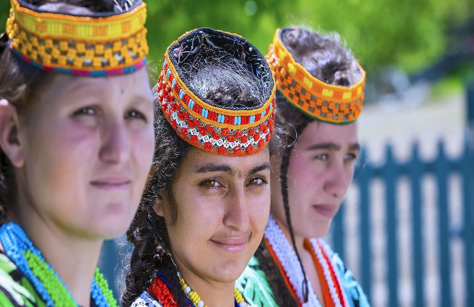 हा समुदाय खैबर-पख्तूनख्वा प्रांतातील चित्राल घाटाच्या बाम्बुराते,बिरीर आणि रामबुर क्षेत्रामध्ये राहतो. हा भाग हिंदू कुश पर्वतांनी वेढला आहे.