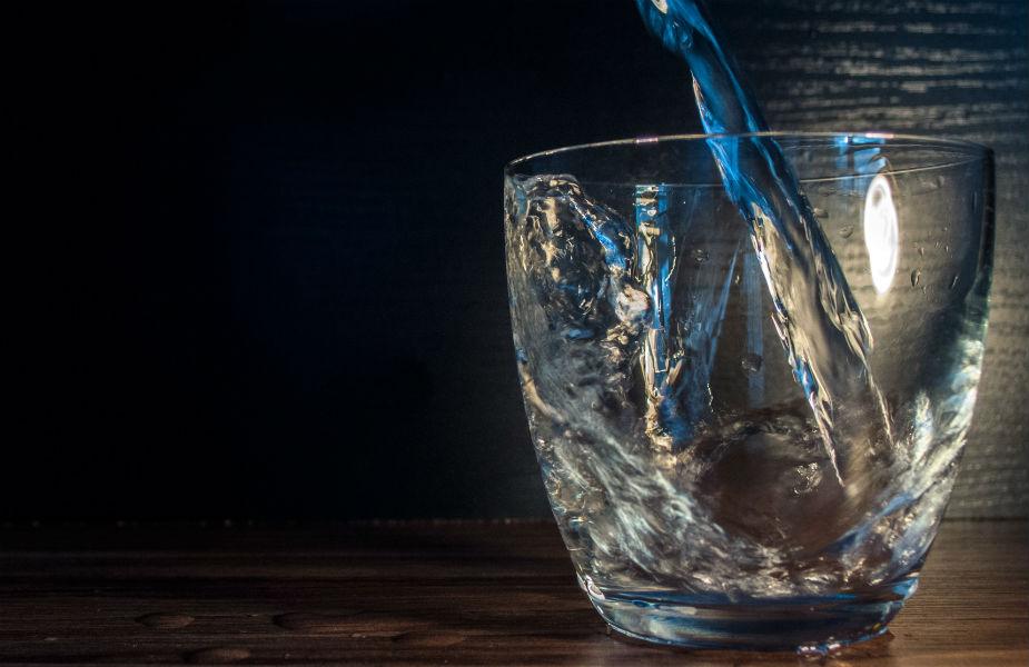 पाण्याला जीवन म्हणतात. जेवणाच्या आधी पंधरा मिनिटं पाणी प्या आणि जेवल्यानंतर अर्ध्या तासानं पाणी प्या. वजन वाढणार नाही. पाणी प्यायल्यानं शरीरातून ते विषारी द्रव्य बाहेर फेकलं जातं.