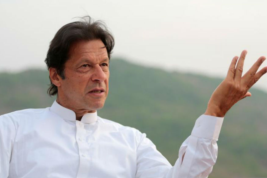 लोकसभा निवडणुकीच्या पहिल्या टप्प्यातील मतदानाच्या एक दिवस आधी पाकिस्तानचे पंतप्रधान इम्रान खान यांनी मोठं विधान केलं आहे.