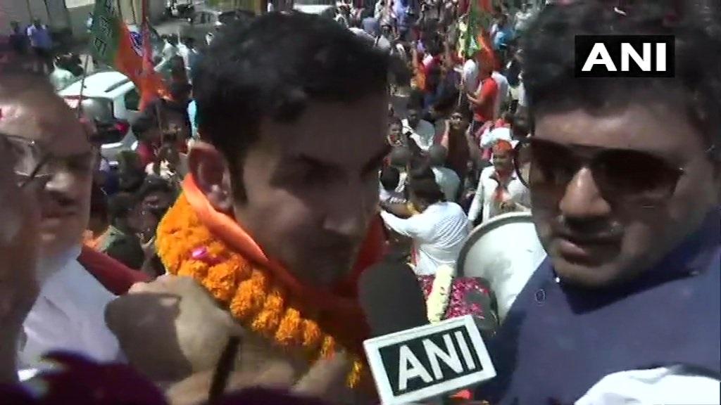 रोड शो केल्यानंतर गंभीरने शास्त्रीनगर इथल्या कार्यालयात उमेदवारी अर्ज दाखल केला. गंभीरसोबत दिल्ली भाजपचे प्रदेशाध्यक्ष मनोज तिवारी उपस्थित होते.