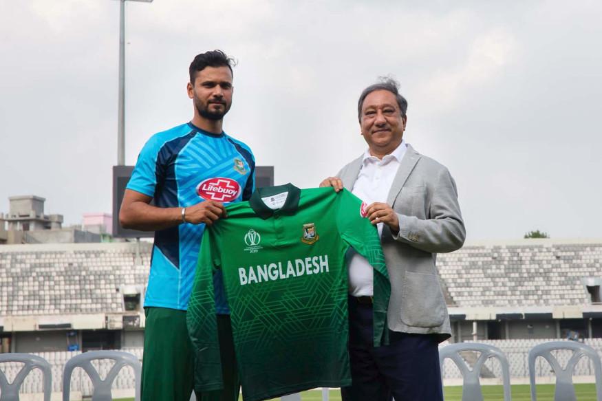 बांगलादेश क्रिकेट अधिकाऱ्यांनी आयसीसी विश्वचषकासाठी सर्व खेळाडूंकरिता एक नवीन जर्सी तयार केली होती. मात्र यावरुन आता नवीन वाद सुरु झाला आहे.