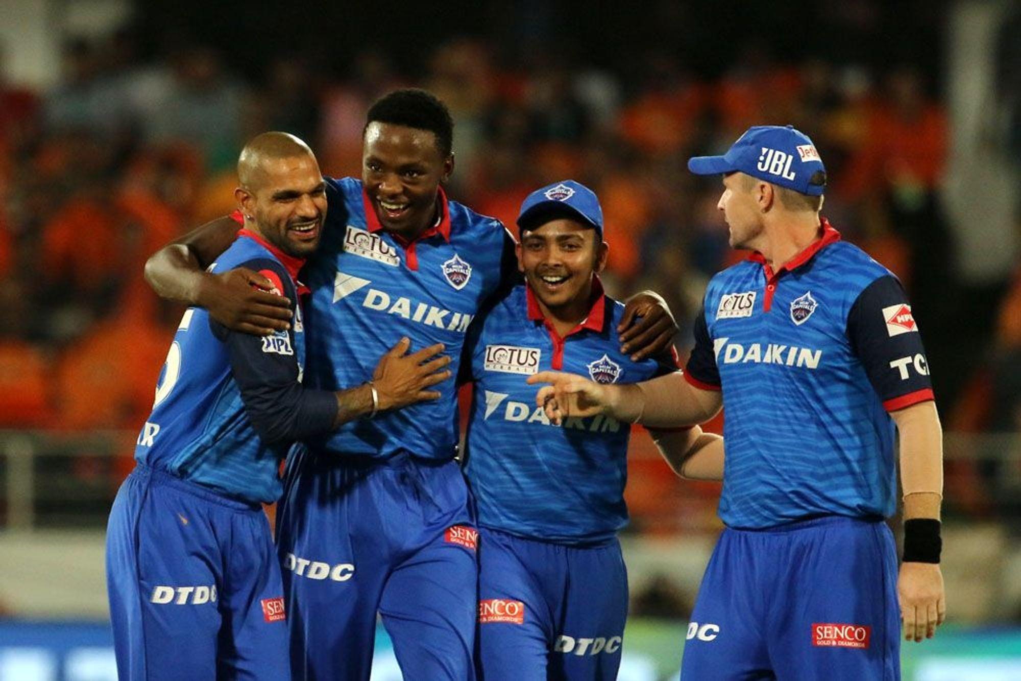 दिल्लीने 11 पैकी 7 सामने जिंकून 14 गुणांसह दुसऱे स्थान पटकावले आहे. उरलेल्या तीन सामन्यात त्यांनी विजय मिळवल्यास 20 गुणांसह ते अव्वल स्थान पटकावतील