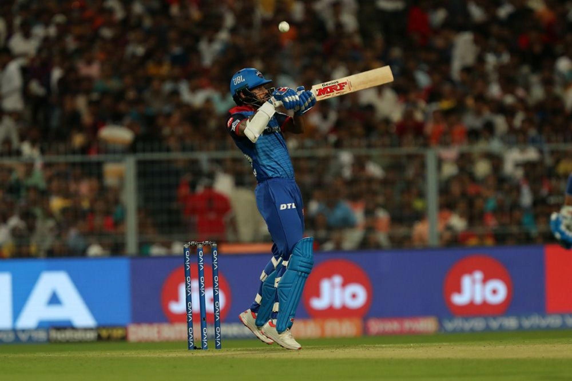 दिल्लीचा सलामीवीर शिखर धवनने अजूनही टी20 मध्ये शतक केलेले नाही. आयपीएल मध्ये तीन वेळा तर आंतरराष्ट्रीय क्रिकेटमध्ये दोन वेळा 90 पेक्षा जास्त धावा केल्या आहेत.