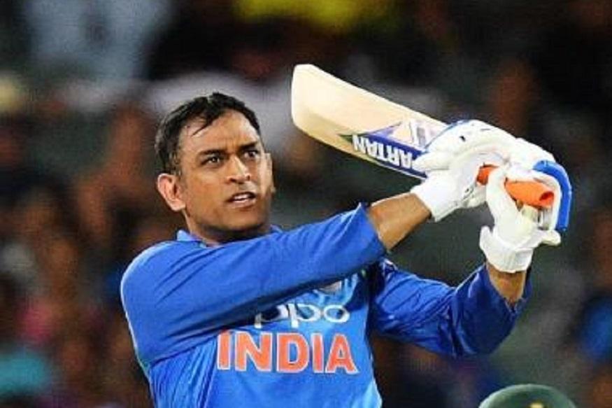 सर्वाधिक वर्ल्ड कप खेळण्याचा विक्रम सचिन तेंडुलकरच्या नावावर आहे. त्याने 6 वर्ल्ड कपमध्ये भारताचे प्रतिनिधीत्व केलं आहे. तर धोनी चार वर्ल्ड कप खेळणारा भारताचा 5 वा खेळाडू ठरणार आहे. याआधी जवागल श्रीनाथ, मोहम्मद अझरुद्दीन आणि कपिल देव यांनी 4 वर्ल्ड कप खेळले आहेत.